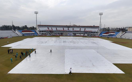 Bad weather delays fourth day of historic Pakistan Test