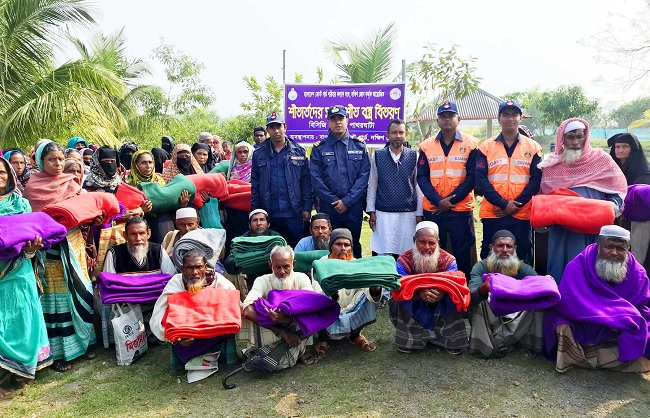 Coast Guard distributes blankets in Patharghata