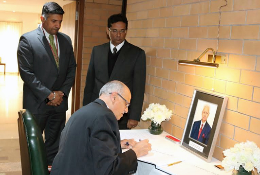 Indian foreign secy pays respect to Muazzem Ali