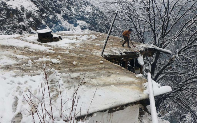 67 dead in Pakistan, India avalanches
