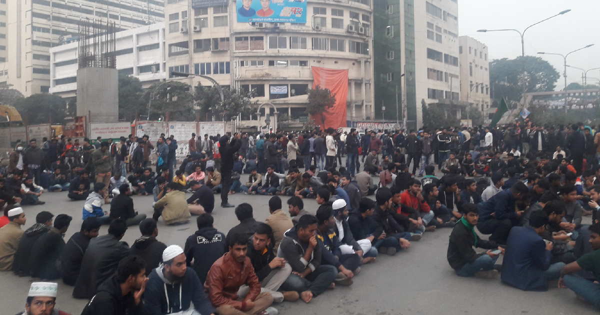 DU students block Shahbagh seeking city polls deferment