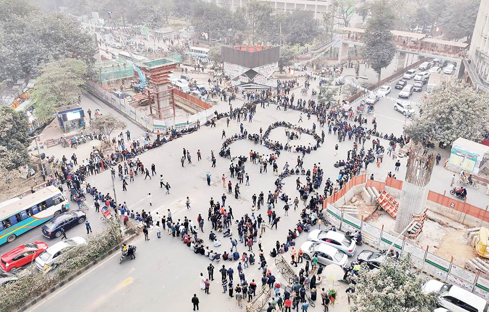 A group of Dhaka University students demonstrating by blocking Shahbagh intersection on Tuesday demanding that the date for the city corporation polls be changed for Saraswati Puja.	photo : Observer