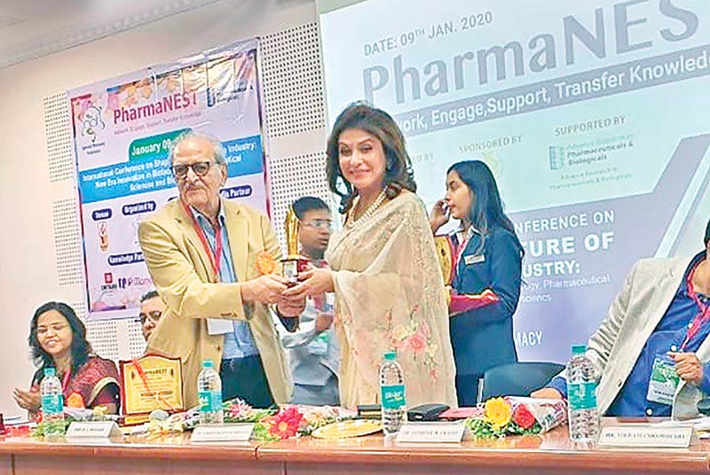 Dr Zareen Delawar Hussain receives 'Women Excellency Award'