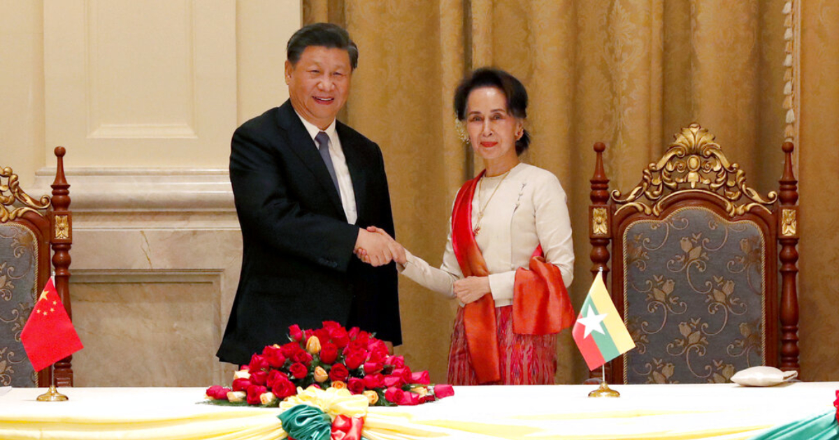 Myanmar's leader Aung San Suu Kyi, right, and Chinese President Xi Jinping, left, shake hands after the ceremony of signing a memorandum of understanding at the president house in Naypyitaw Myanmar, Saturday, Jan. 18, 2020. Photo: AP