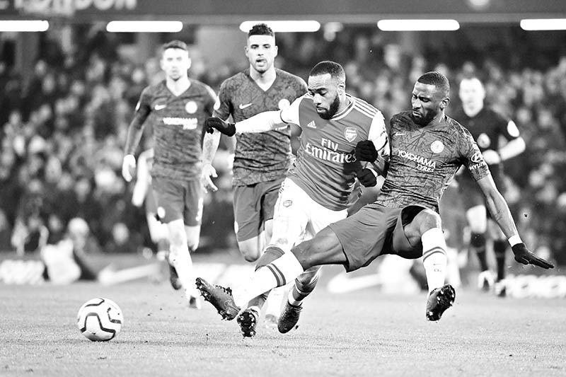 Chelsea's German defender Antonio Rudiger (R) vies with Arsenal's French striker Alexandre Lacazette (C) during the English Premier League football match between Chelsea and Arsenal at Stamford Bridge in London on January 21, 2020.photo: AFP