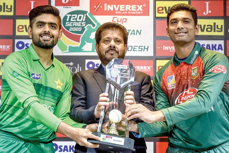 Pakistan's Babar Azam (L) and Bangladesh's Mahmudullah (R) pose holding the T20 series trophy at the Gaddafi Cricket Stadium in Lahore on January 23, 2020, ahead of the T20 cricket match of a three-match series between the two countries.
