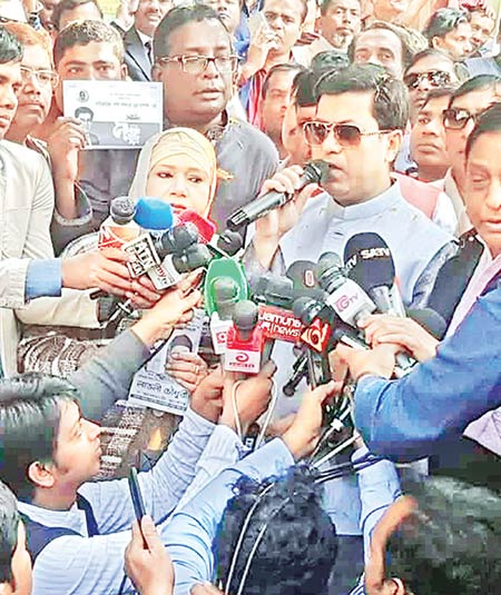 AL mayoral candidate for DSCC Sheikh Fazle Noor Taposh speaks to journalists while campaigning at Gendaria on Friday.