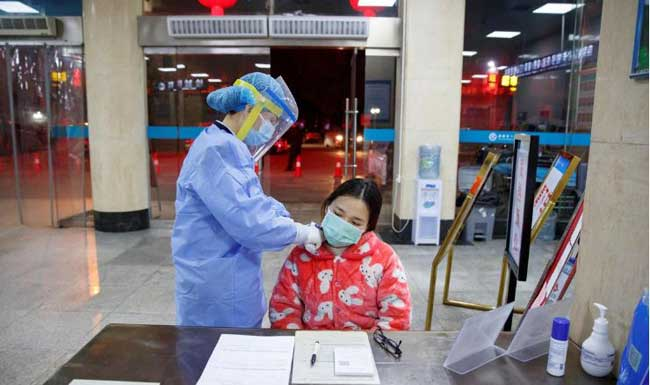 Death toll crosses 130 in China as US weighs flight ban