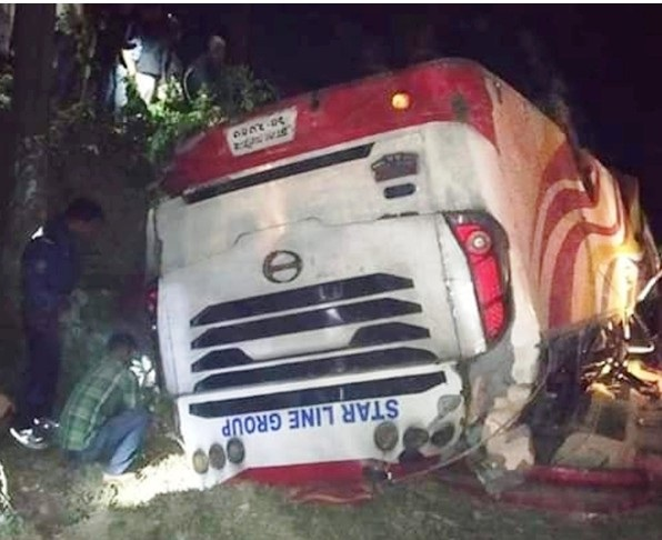 4 killed as bus plunges into ditch