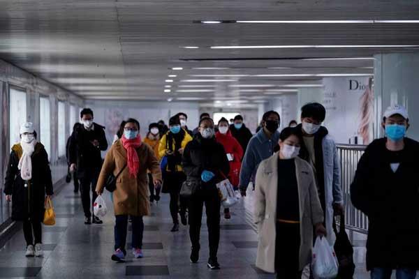 China slowly returns to work