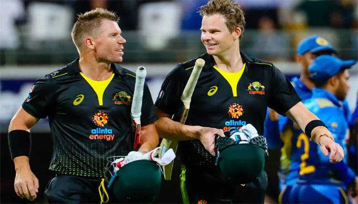 Australia's David Warner (L) speaks with Steve Smith after victory during the Twenty20 match between Australia and Sri Lanka at the Gabba in Brisbane on 30 October 2019. File photo: AFP