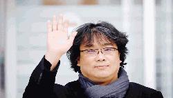 'Parasite' director gets hero's welcome in S Korea