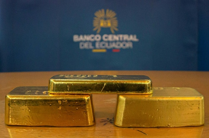 Gold prices surged to $1,689.31 an ounce, a level last seen in January 2013, as investors bought the precious metal as a safety measure amid the market turbulence  --AFP/File / Cristina Vega Rhor