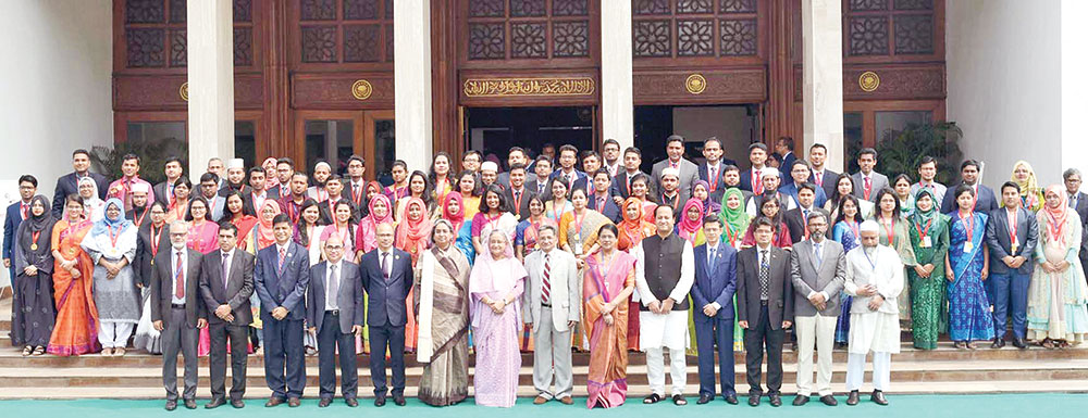 Prime Minister Sheikh Hasina in a photo session with 172 recipients of the Prime Minister Gold Medal-2018 at the Prime Minister's Office on Wednesday. The award is given for students' excellence in 2018. photo : pid