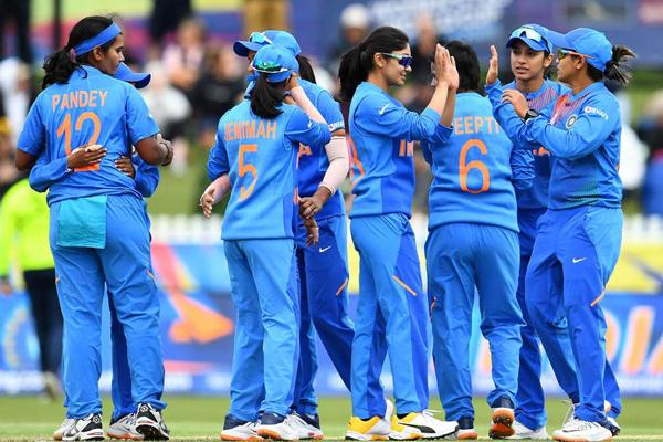 India move into semifinals