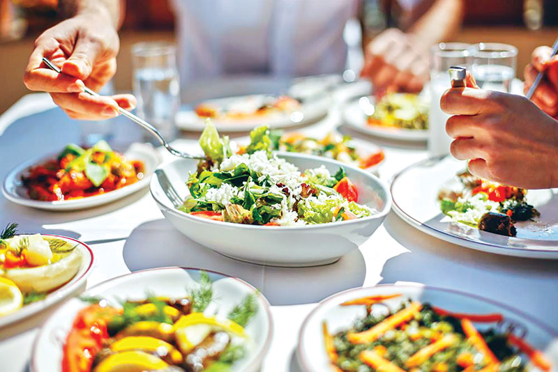 Dine out without straying from your healthy habits