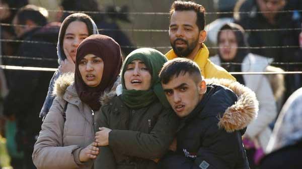 Syria war: Turkey lets refugees exit towards Europe