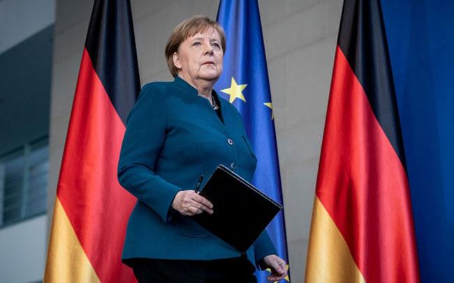 Angela Merkel goes into quarantine