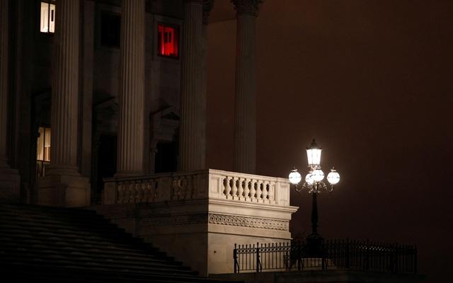 US Senate approves $2tn coronavirus relief bill