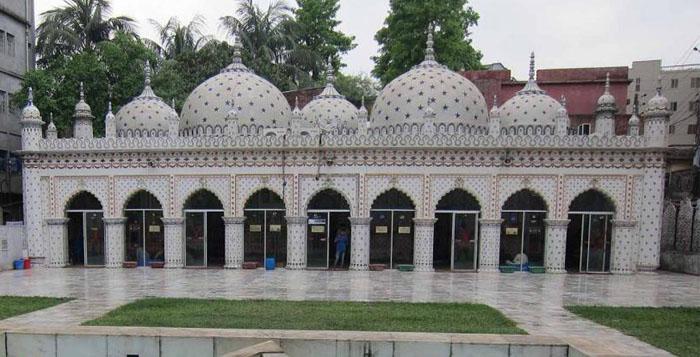 Bangladesh clerics want to keep mosques open despite virus threats
