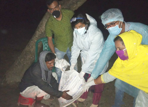 Nawabganj UNO gives assistance to poor