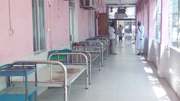 Bagerhat hospital wears empty look