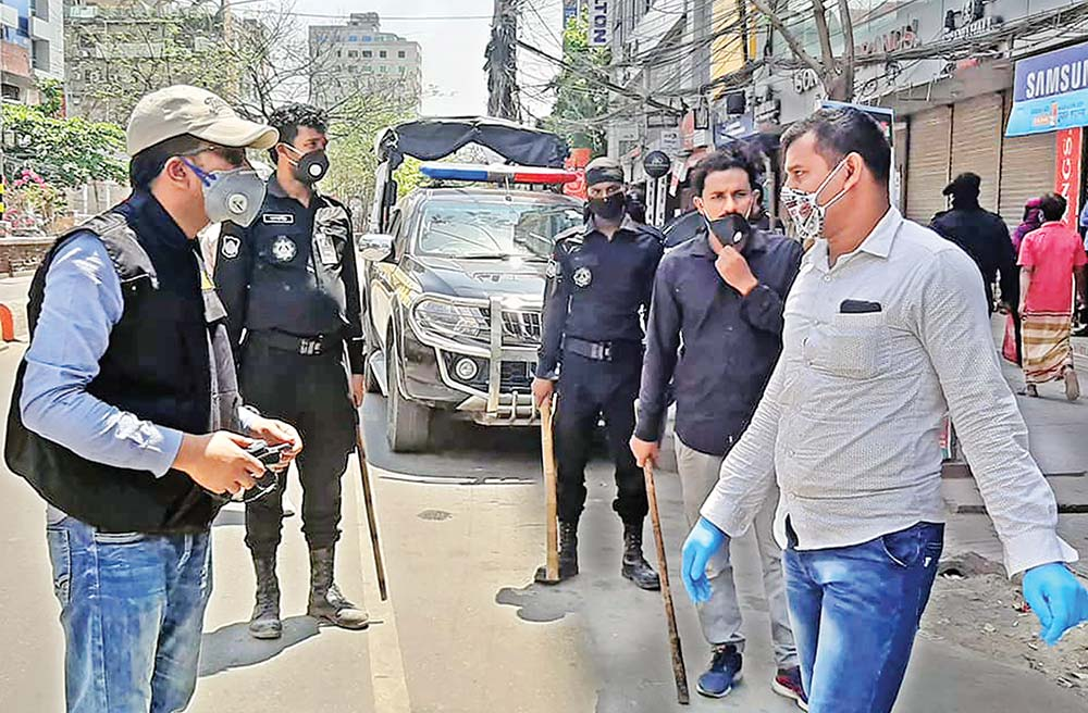 Law enforcers on duty at a check post at Chashara in Narayanganj on Monday to stop people�s entry to and exit from the city in a bid to curb the spread of coronavirus.PHOTO OBSERVER