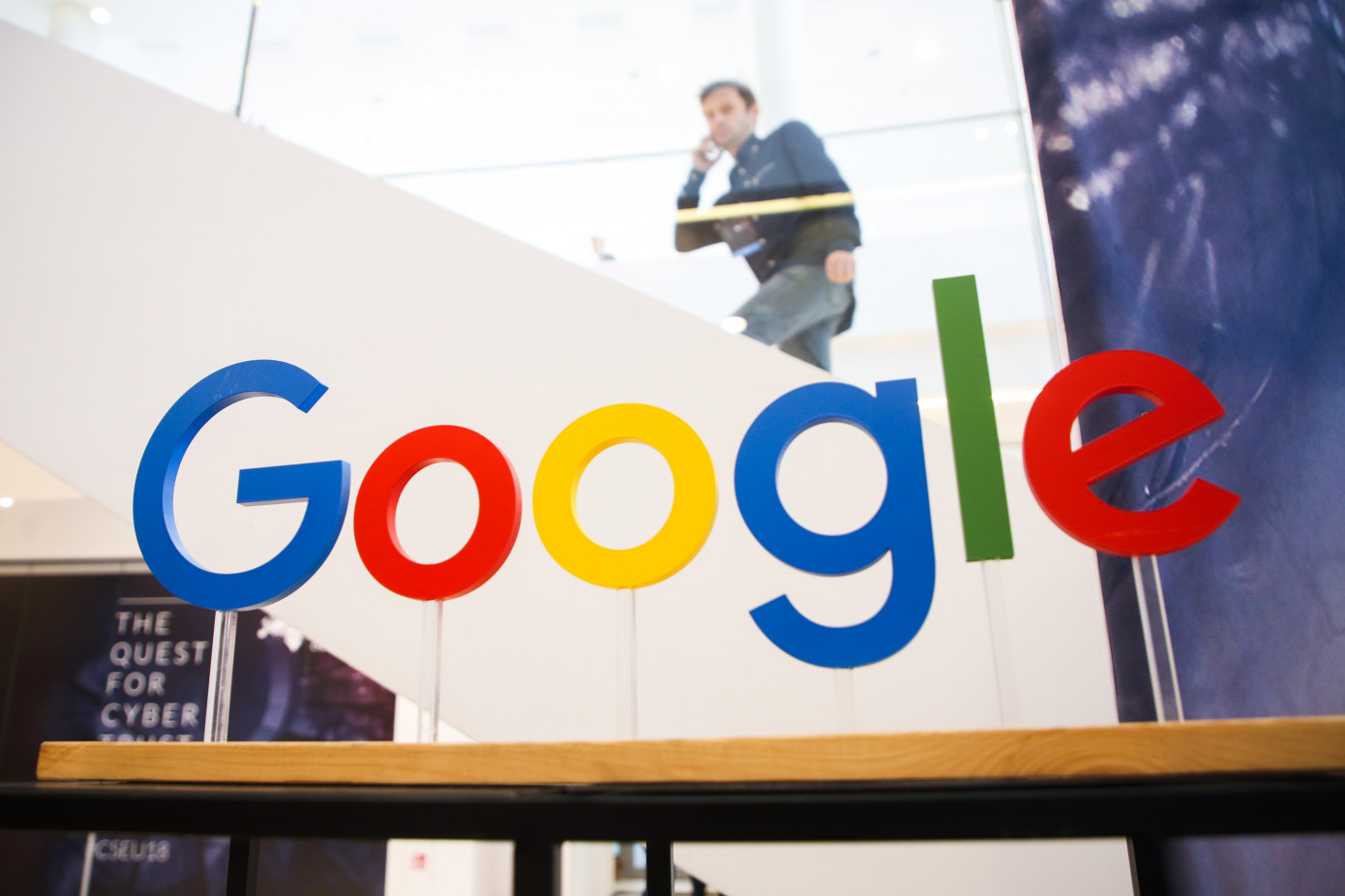 France orders Google to pay for news reuse