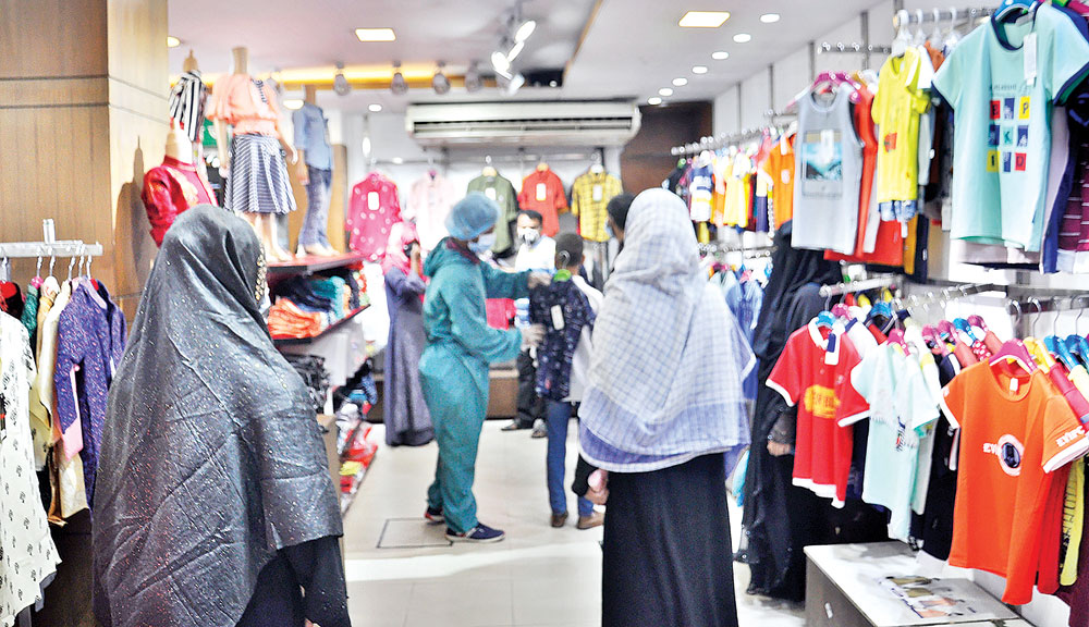 People are flocking to markets for Eid shopping despite spurt in coronavirus infection cases in the country. This photo was taken from a shopping mall in the capital�s Mirpur on Tuesday.PHOTO: OBSERVER