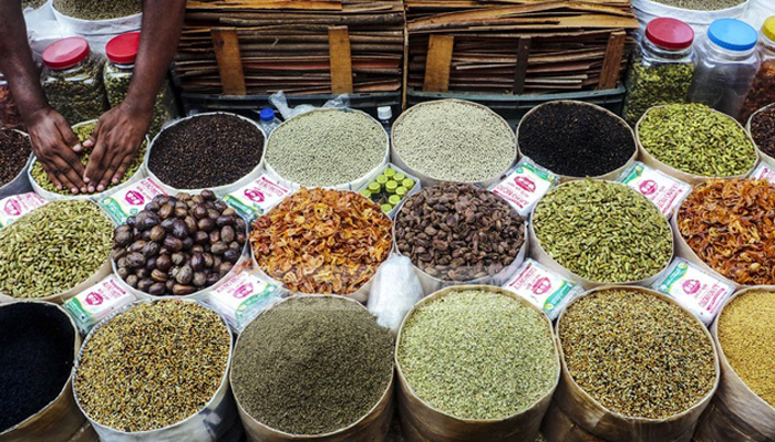 Traders announce to cut hot spice prices up to 25 per cent
