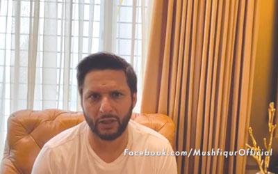 Shaheed Afridi Live with Mushfiqur Rahim.photo:: facebook screenshot