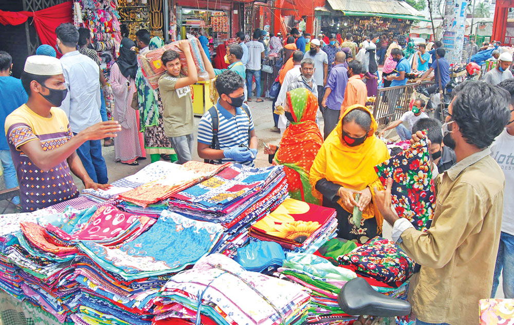Vendors doing a brisk business on the Motijheel Road on Thursday as customers apparently oblivious of the threat of Covid-19 infection have gathered in droves to do their Eid shopping. 	photo : Observer