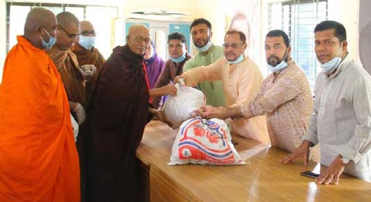 Monks, priests get Eid gifts of Hasan Mahmud in Rangunia