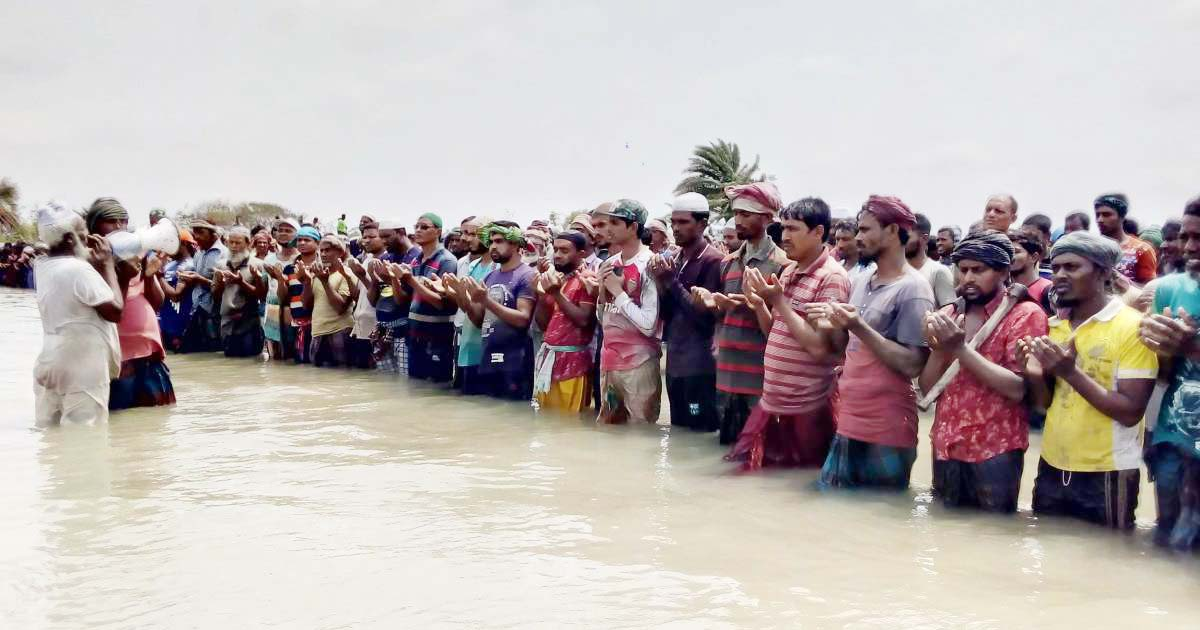 Eid jamaat in knee-deep water