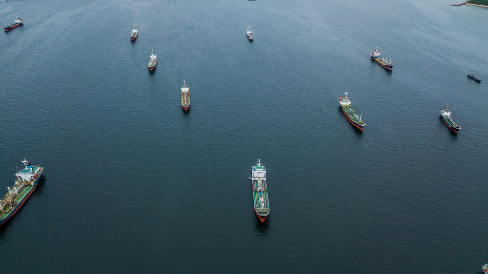 World's smartest oil traders have taken to the seas