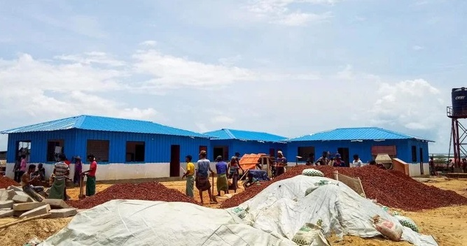 Rohingya refugees work to build a quarantine centre at the Kutupalong refugee camp in Ukhia on June 4, 2020. (AFP)