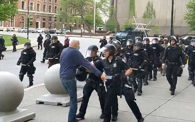 US suspends cops for shoving 75-year-old protester
