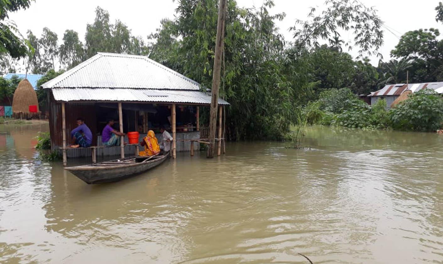 Flood worsens in Kurigram, thousands marooned, cooked food needed
