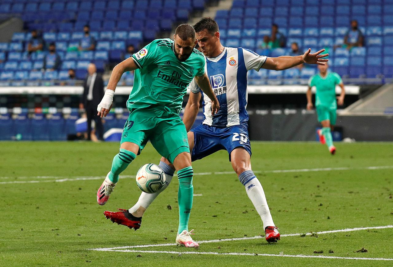 Espanyol's Bernardo Espinosa in action with Real Madrid's Karim Benzema, as play resumes behind closed doors following the outbreak of the COVID-19. Photo: Reuters