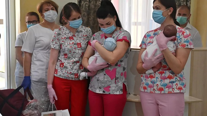Nurses prepare to hand over babies to foreign couples at a Kiev hotel -- but some people worry a highly profitable and murky business is taking advantage of desperate young women and operating in a grey zone open to abuse Sergei SUPINSKY AFP