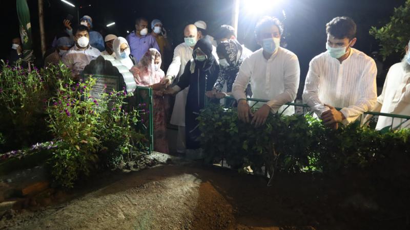 Latifur Rahman laid to eternal rest at Banani Graveyard