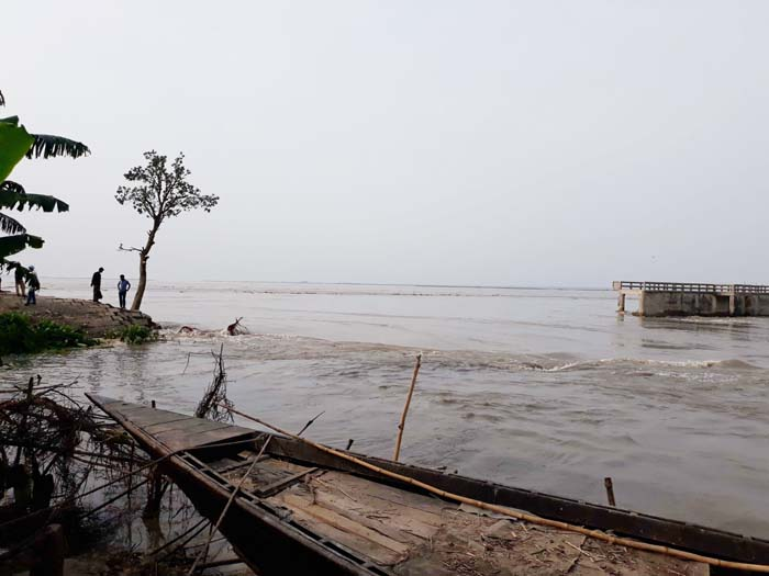 Locals shifted to safe areas after Sirajganj embankment collapse