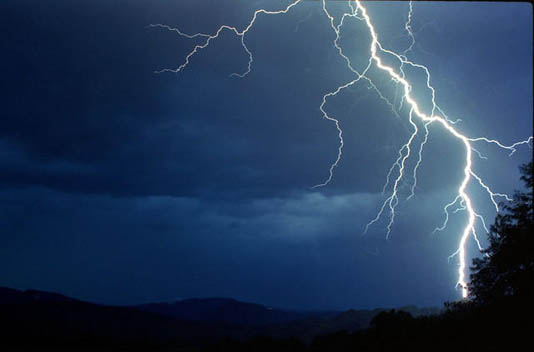 Expert stresses vigorous safety campaign to survive from lightening