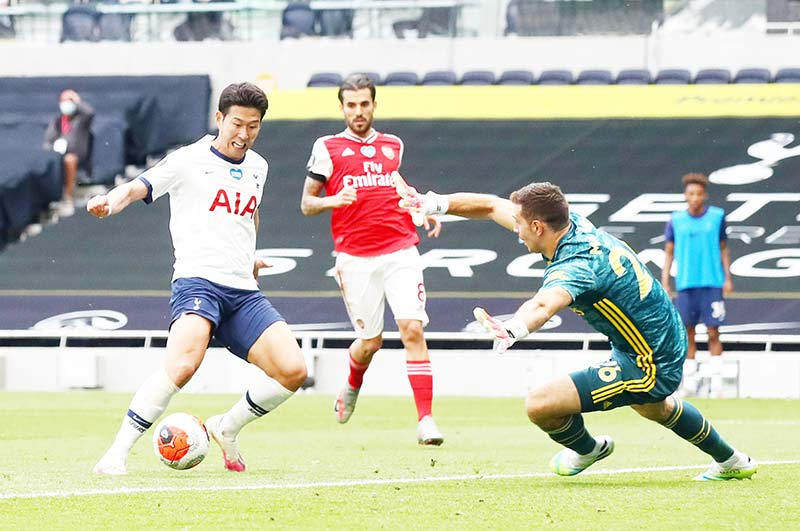 Tottenham Hotspur's South Korean striker Son Heung-Min (L) has a shot blocked by Arsenal's Argentinian goalkeeper Emiliano Martinez during the English Premier League football match between Tottenham Hotspur and Arsenal at Tottenham Hotspur Stadium in London, on July 12, 2020.photo: AFP