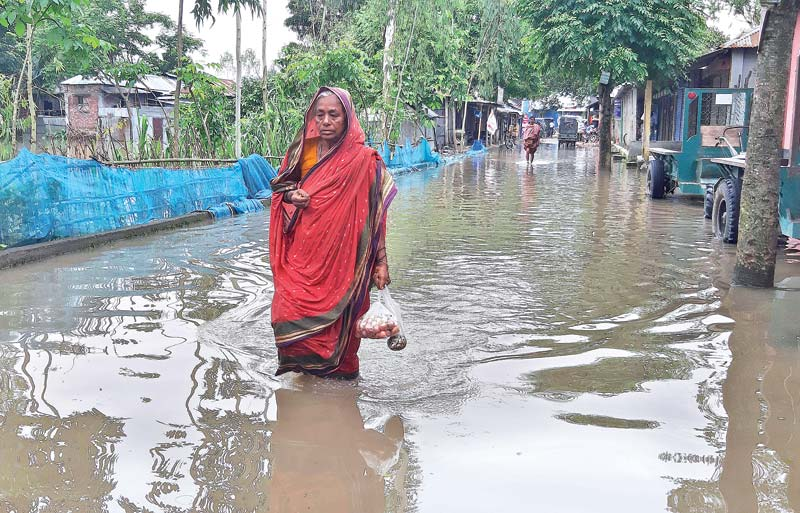 Flood victims passing inhuman life