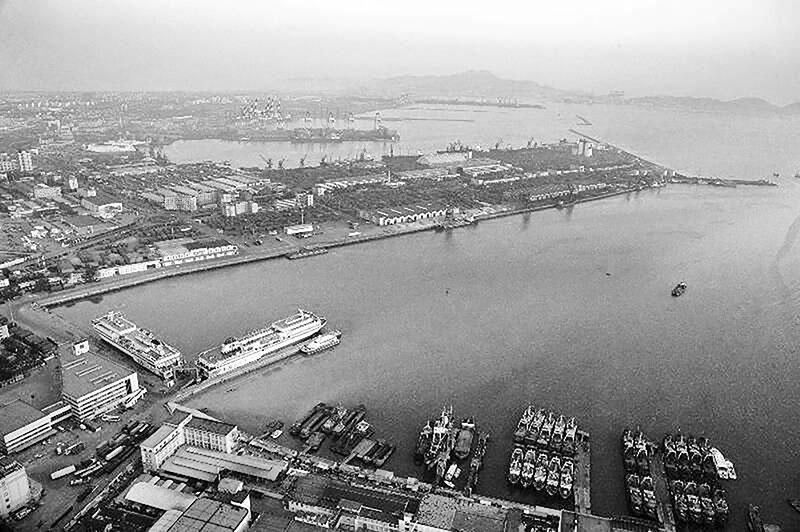 China detains Brazilian soybean ships a crew test C-19+
