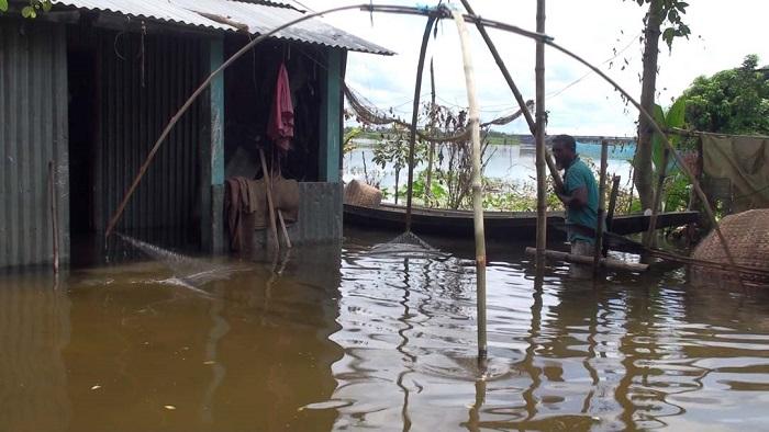 10 Gopalganj villages flooded