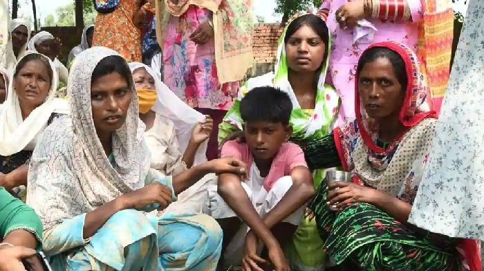 Relatives reacts during the cremation of Kirpal Singh, who died after allegedly drinking spurious alcohol, at Muchhal village, Punjab, on August 1, 2020. (AFP)