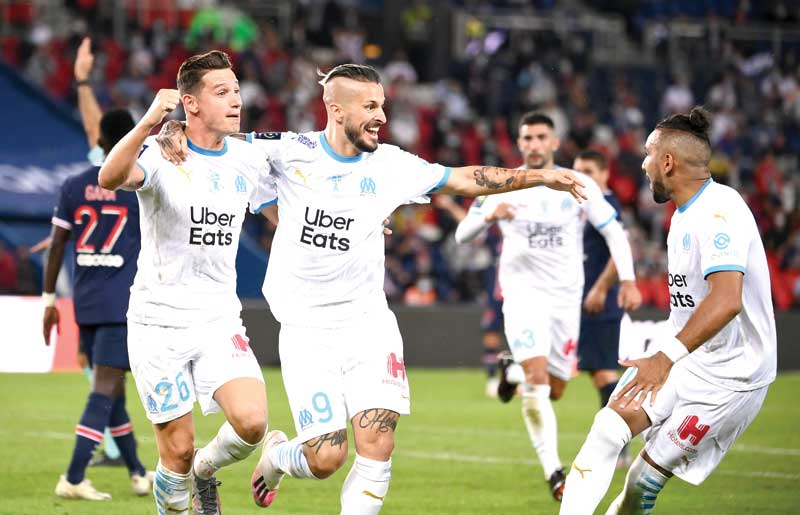 Marseille's Argentinian forward Dario Benedetto (C) celebrates a goal then disallowed for off-side  during the French L1 football match between Paris Saint-Germain (PSG) and Marseille (OM) at the Parc de Princes stadium in Paris on September 13, 2020.	photo: AFP