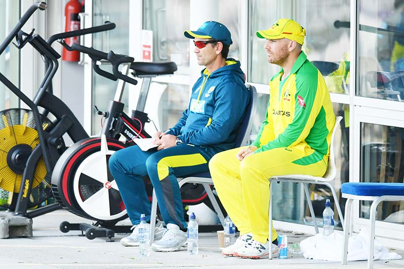 Australia's head coach Justin Langer (L) and Australia's Aron Finch (R) look on during international Twenty20 cricket match between England and Australia at the Ageas Bowl in Southampton, southern England on September 6, 2020.photo: AFP